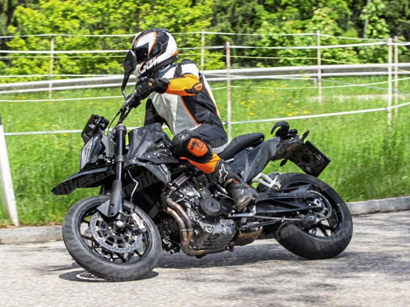 KTM 790 SM - lateral