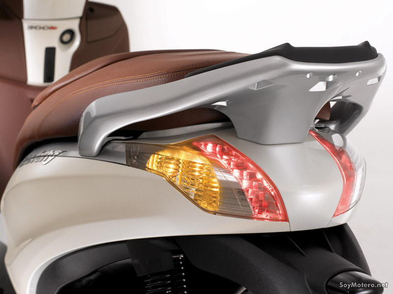 Piaggio Berverly 300ie - doble luz de freno por leds
