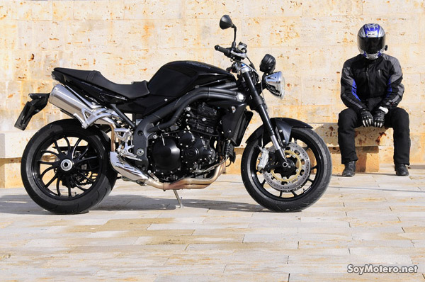 Prueba Triumph Speed Triple - Acabos retro