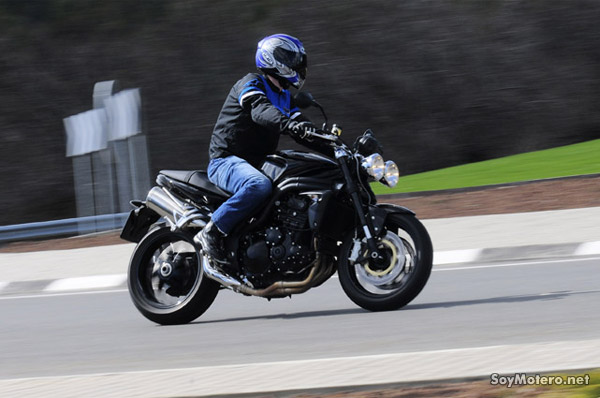 Prueba Triumph Speed Triple - Manejable y divertida