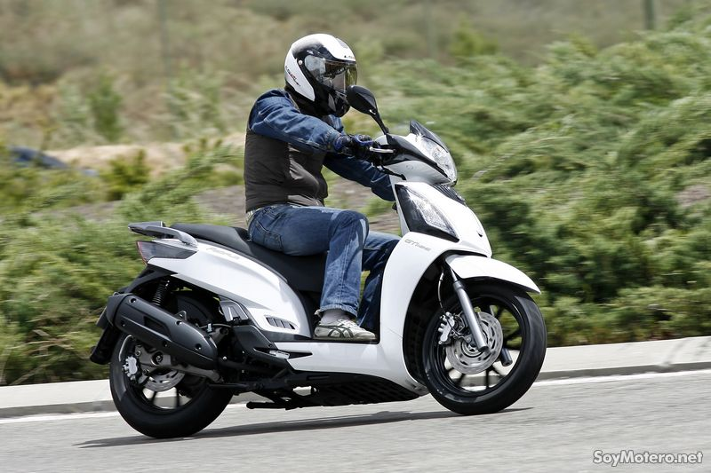 Kymco People GTI 125cc 2010: acción