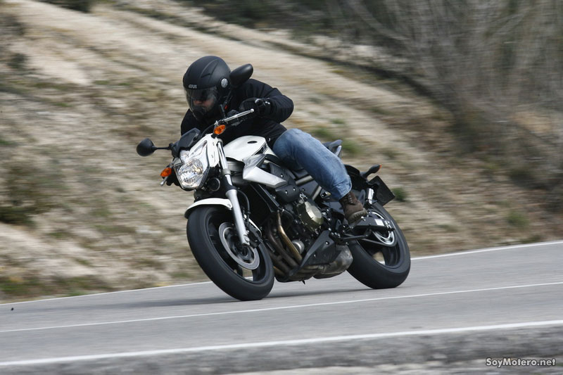 Prueba Yamaha XJ6 - Manejable y divertida