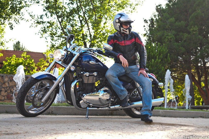 Prueba Triumph Thunderbird - Manejable y divertida