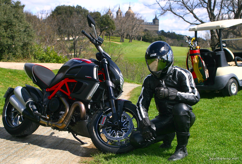 Ducati Diavel Red Carbon en San Lorenzo de El Escorial