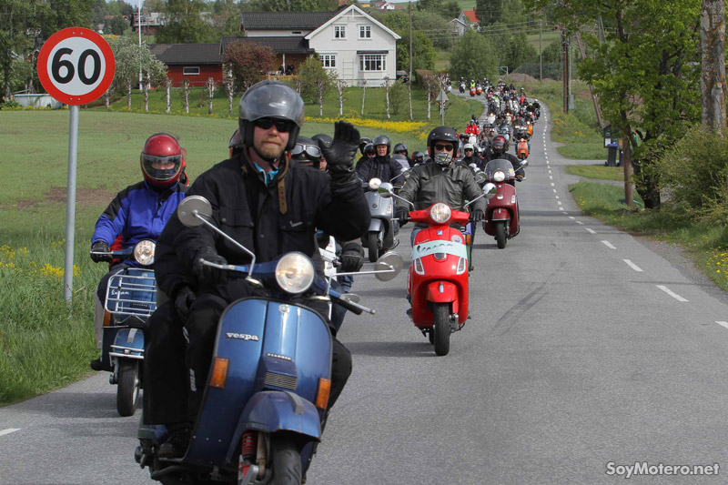 Desfile de Vespas en Noruega, Vespa World Days 2011