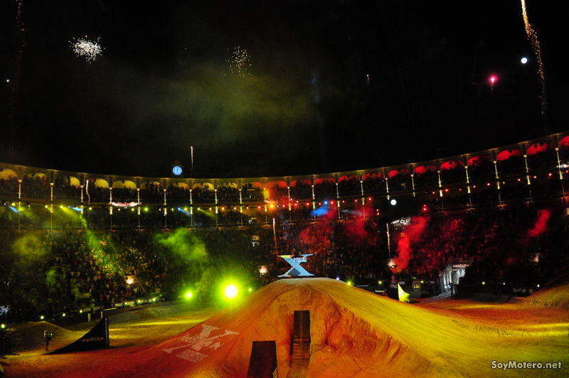 Red Bull X-Fighters 2011: Fuegos artificiales