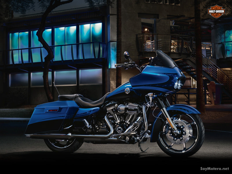 Harley-Davidson CVO Road Glide Custom 2012: Candy Cobalt / Twilight Blue w/ Real Smoke Graphics