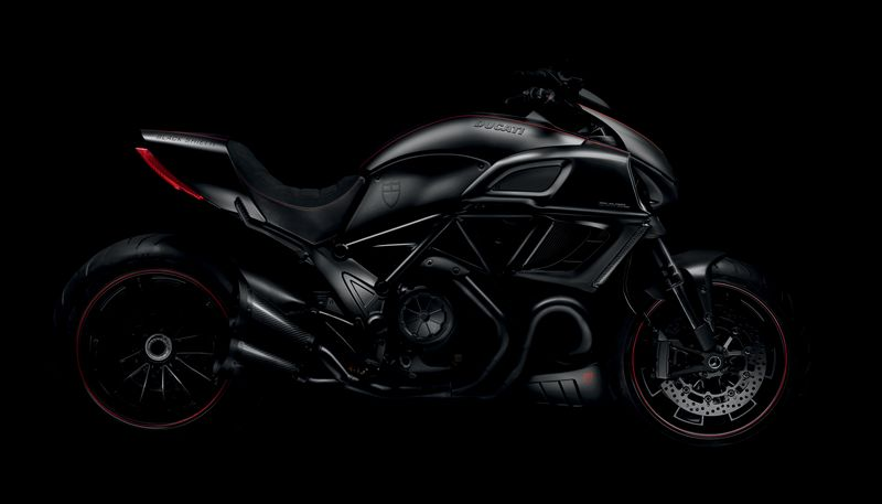 Silueta de la Ducati Diavel Carbon Black Shield