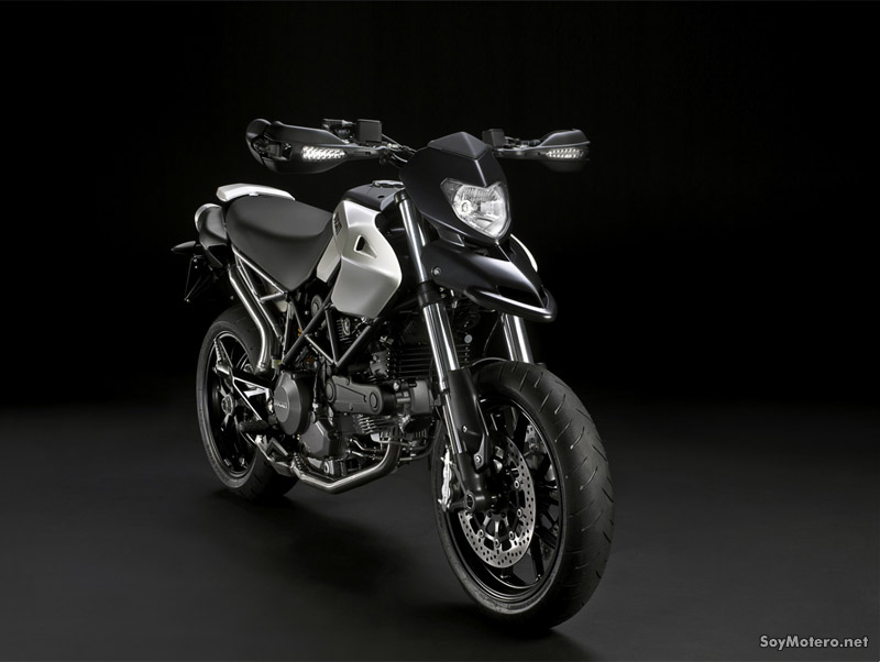 Ducati Hypermotard 796 - blanco mate con careta y guardabarros negro