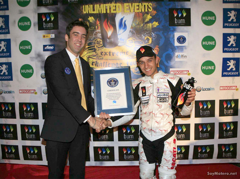 Emilio Zamora recibe el certificado de Guinness World Record