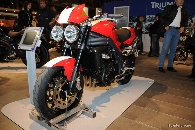 Triumph Speed Triple R EICMA 2009 - Bicolor