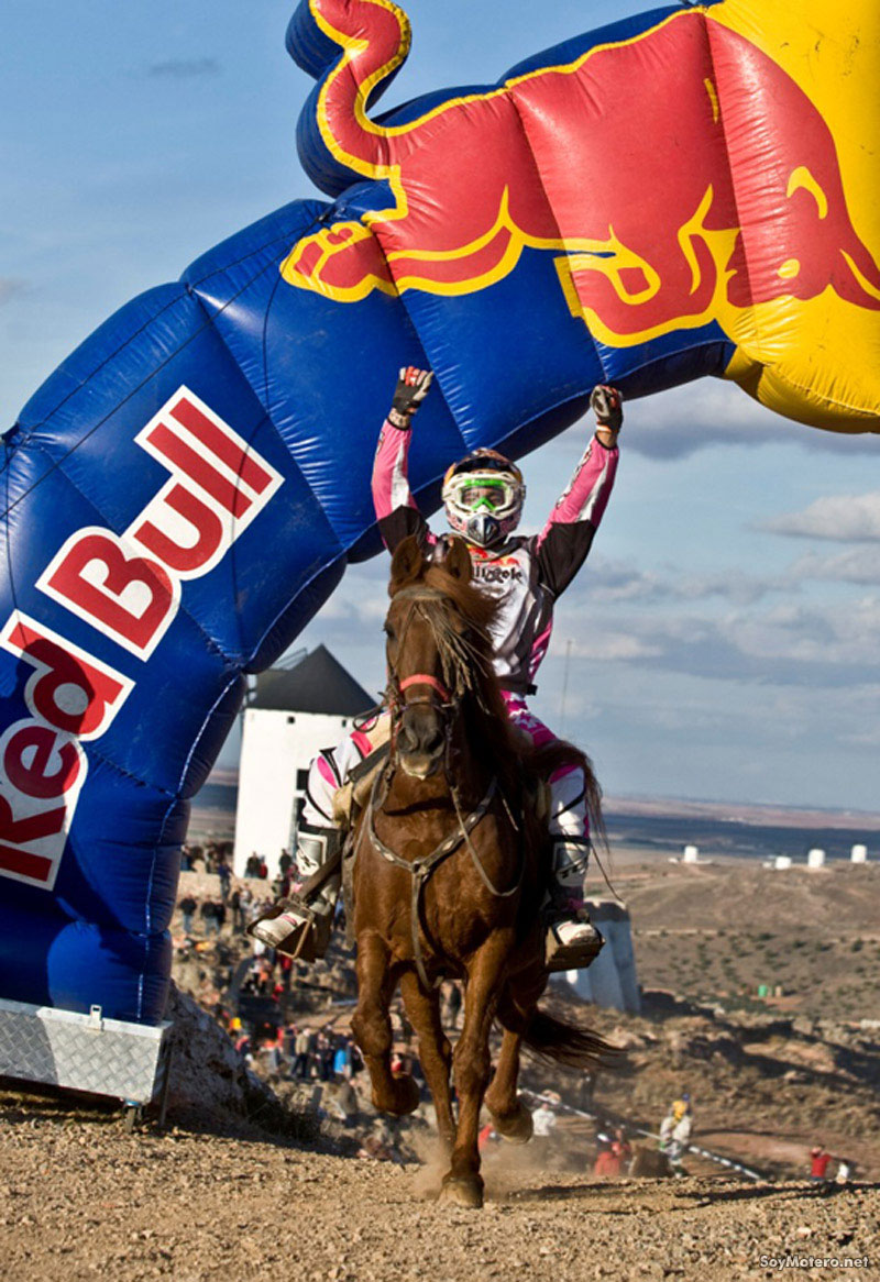 Iván Cervantes a caballo - Red Bull Don Quixote