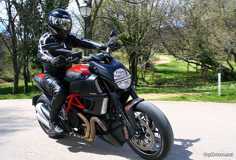 Ducati Diavel Carbon Red, tope de gama Diavel