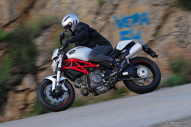 Comparativa Ducati Monster 796 vs Triumph Street Triple R: dulce naked
