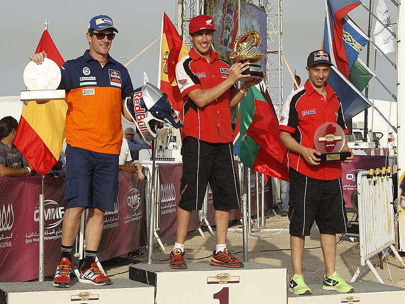 Podio final del Sealine Cross-Country Rally de Qatar, con Barreda, Coma y Rodrigues en los puestos de honor.