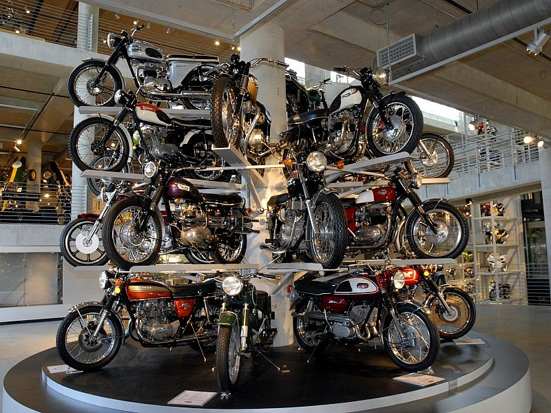 Expositor museo Barber Motorsports Park.