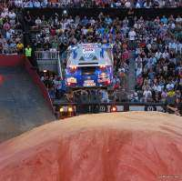 Red Bull X-Fighters Madrid 2009 - Nasser Al Attiyah saltando en Las Ventas