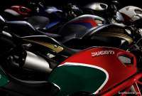 Ducati Monster 796 - verde-rojo logo retro