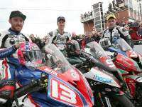Podio de Superstock: Johnston, Hutchinson y Dunlop.