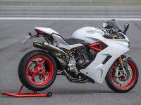Ducati Supersport S con escapes Akrapovic