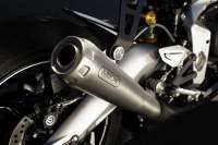 Escape de titanio Arrow en la Triumph Daytona Moto2 765 LE