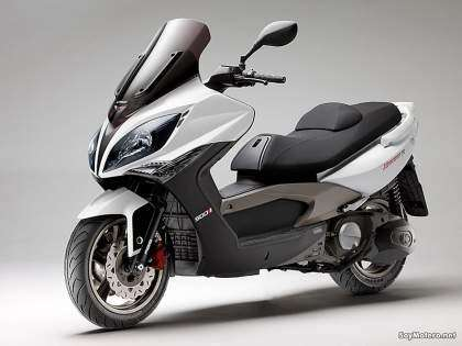 Kymco Xciting 500 ABS - color blanco, vista frontal