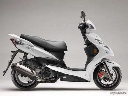 Kymco G5 125i color blanco