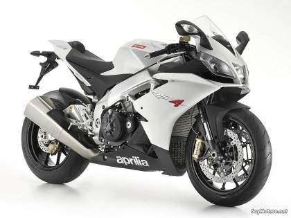 Aprilia RSV4R, color blanco
