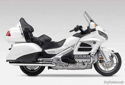 Honda GL1800 Gold Wing 2012, vista lateral