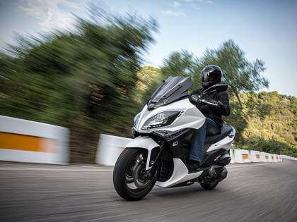 Scooter Kymco Xciting 400 en carretera