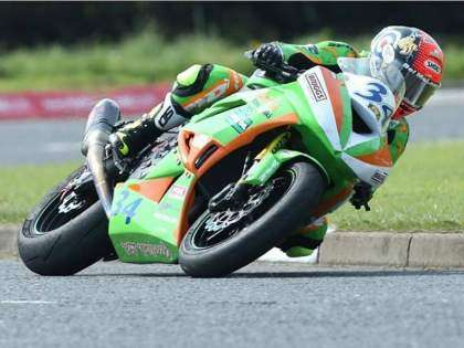 Alistair Seeley bate el récord de victorias en el North West 200.