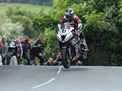 Michel Dunlop volando en Ballaugh Bridge