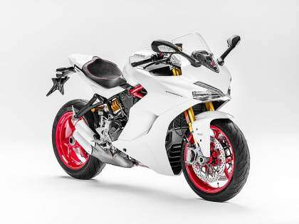 Tres cuartos frontal de la Ducati Supersport S 2017