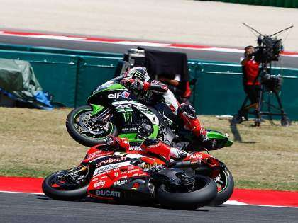 Accidente Davies y Rea en Misano 2017