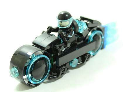 Light Cycle de Tron Legacy en LEGO