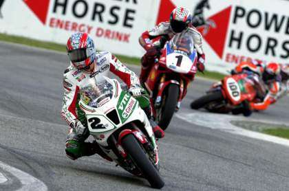 Edwards vs Bayliss (SBK Imola 2002)