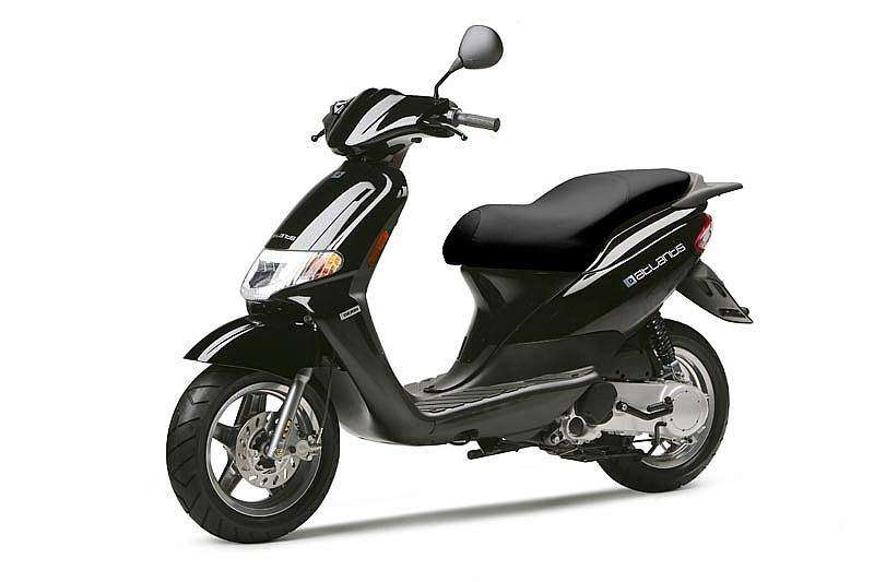 Derbi Atlantis City 2T negro