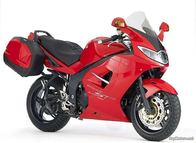 Triumph Sprint ST 2010 - color rojo
