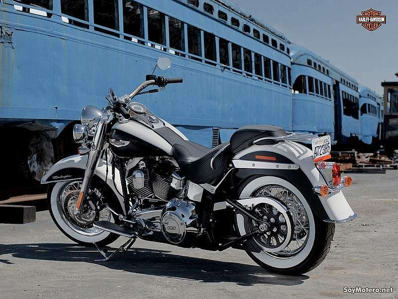 Harley-Davidson Softail Deluxe 2012: BIRCH WHITE/MIDNIGHT PEARL