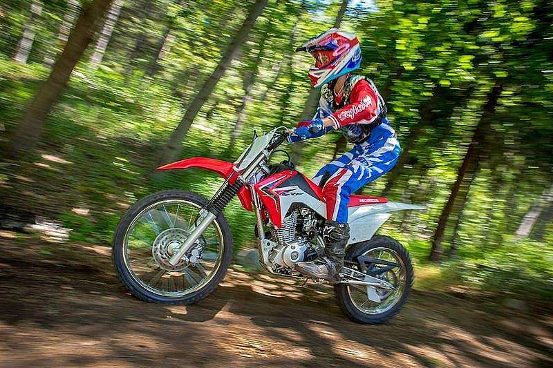 Honda CRF125FB 2014 en acción
