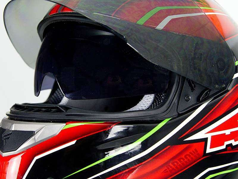 El casco AXO Arrow tiene gafas integradas escamoteables