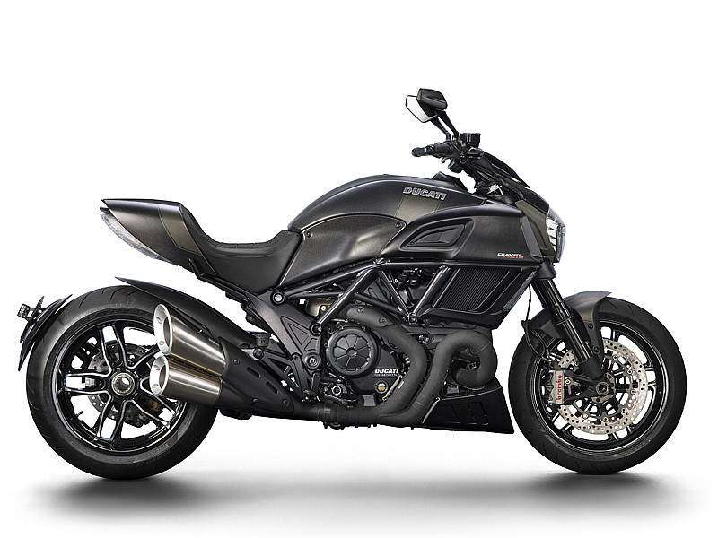 Ducati Diavel Carbon lateral