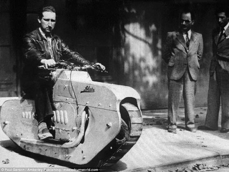 Two-Wheeled Blitzkrieg, motos de la WWII