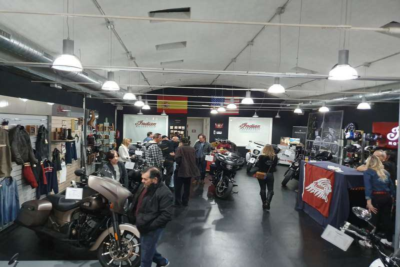 II Aniversario Milla Custom Indian. Vista interior del concesionario